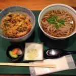 凪 - 料理写真:小海老と野菜のかき揚げ丼+温蕎麦