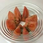 ヴァンチャット - 料理写真:まるごとトマトのジェノベーゼ 500円