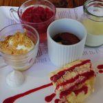 キハチ - ラズベリーのティラミス ラズベリーゼリー 苺とバニラアイス コーヒーのプリン 柚子のパンナコッタ メレンゲ