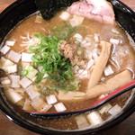 てのごい屋 - 201604 白濁した豚骨スープに煮干しの魚介ダシが加わった味わい
