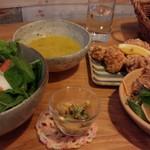 ハチドリtable - ナンプラー丼+鶏唐セット1,150円