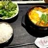 ソウルテーブル - 料理写真:国産牛もつ入りスンドゥブチゲ ランチセット 1,058円 ライス、サラダ、お茶付き