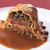 俺のフレンチ - 料理写真:シャリアピンステーキのパイ包み焼き~シェリーヴィネガーを香らせたオニオンソース~
