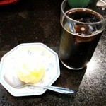 とんかつ三太 - 食後のアイスコーヒーとアイス