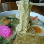 マルヨ食堂 - 細ちぢれ麺です