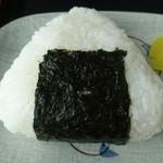 マルヨ食堂 - おぬぎり 具は鮭フレークです!