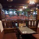 シャルラン - 客席奥には、ステンドグラスのような照明がある