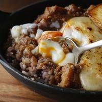 ラクレットチーズと卵のスパイシー焼きカレー