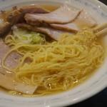 三吉屋 - 極細麺を引っ張り出したところ。