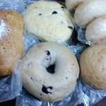 テンハーフ - ベーグル(ブルーベリー)・パンオセーグル・ ブラックオリーブ・クリームチーズミッシュ・ロールパン