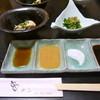 串アン - 料理写真:手前のお皿に入っているのは串カツ用の4種類の調味料です