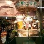 49961283 - 店内は遊園地のような作り