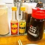 みっちゃん総本店 - マヨネーズ、レモスコ、ソース