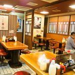 みっちゃん総本店 - 店内(テーブル席)
