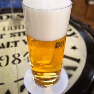 ビールスタンド重富 - ドリンク写真:重富注ぎ