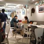ダ ジョルジョ - カフェのような店内