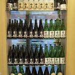 和饗 - 日本酒と焼酎の棚