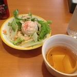 サイゼリヤ - ランチのサラダとスープ