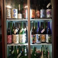 日本酒は無濾過生原酒を中心に約50種類をほぼ週替わりでご用意