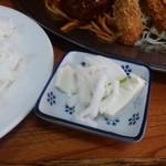 フクノヤ - 小鉢は、浅漬けの下に豆腐がひいてありました