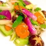中国料理 杏花飯店 - 料理写真:その日仕入れた地野菜の中で一番オススメなものを厳選し使用したさっぱり薄塩炒め