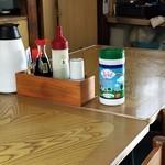ふしみ食堂 - テーブル席