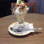 岡山珈琲館 クラブラティエ - 無花果とリモーネのフロマージュパフェ