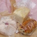 おこめパン&カフェMAGOME - お花見で米粉パン買っていきました~♪
