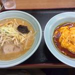 熊っ子ラーメン - ラーメン(味噌)半天津丼\880