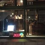 ビアカフェあくら - 夜のビアタンクです。