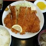 うるとら食堂 - チキンカツ定食(ランチタイムは税別500円)※ご飯大盛無料
