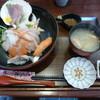 はまゆり - 料理写真:ランチメニューのよくばり丼1080円