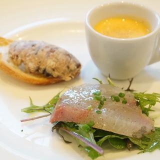 クラリタ ダ マリッティマ - 料理写真:三崎産 庄子のカルパッチョ、北海道産 サンマのクロスティーニ 藤沢産 かぼちゃの冷たいスープ