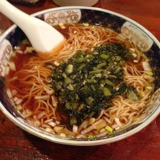支那麺 はしご - 料理写真:シンプルなお味 支那そばも美味!