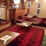 キャラヴァンサライ包 - 絨毯敷きの座敷