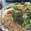 チャイ ティー カフェ - 料理写真:鶏肉と香味野菜のサラダガパオ