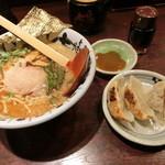 50218380 - 七志ラーメン+半餃子セット 864円 茎ワカメが特徴的!