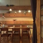 炭焼きイタリアン 炭リッチ - 個室風テーブル席、小上がり席もございます。