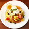 ラルゴ珈琲 - 料理写真:ラルゴ珈琲特製フルーツたっぷりパンケーキ