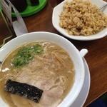 魁龍 - ラーメン+焼き飯^^