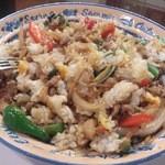 ひまわり - ・ガパウ(豚)ご飯、卵付 混ぜたら綺麗、と言うか混ぜ方が綺麗かも