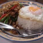ひまわり - ・ガパウ(鶏、豚、牛)ご飯、卵付 1000円 (税別)