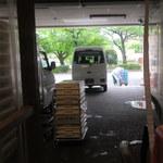 50271314 - 忙しく働く工員さん。