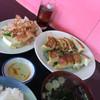 神田餃子屋 - 料理写真:焼きダブル定食850。安い!サービス品の3点セット付きます。冷奴、お新香、お好み揚げ団子。