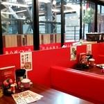 ラーメン魁力屋 - 店内テーブル席