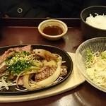 泰元食堂 - 焼肉定食(930円)。