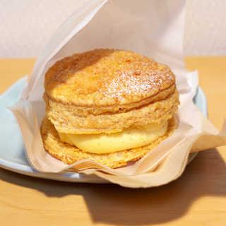 Parisパイ - 料理写真:プレーン(¥255)。中は濃厚な、バニラビーンズ入りのバタークリーム