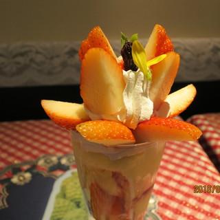 フルーツ大野 - 料理写真:イチゴパフェ