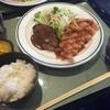お食事処 でんでん - 料理写真:ハンバーグと揚げ物のセット(830円)