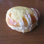 パン工房 ぶれっど - 幻のクリームパン¥150